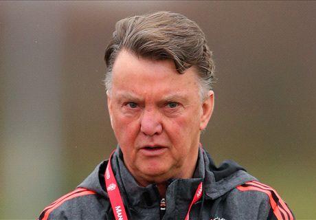Van Gaal arrives to learn Man Utd fate