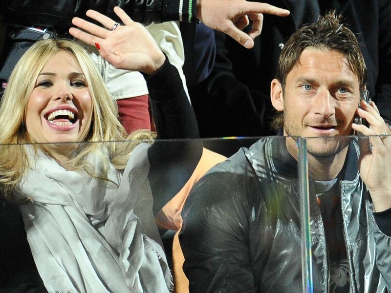 La femme de Totti tacle l'entraîneur et le président de la Roma