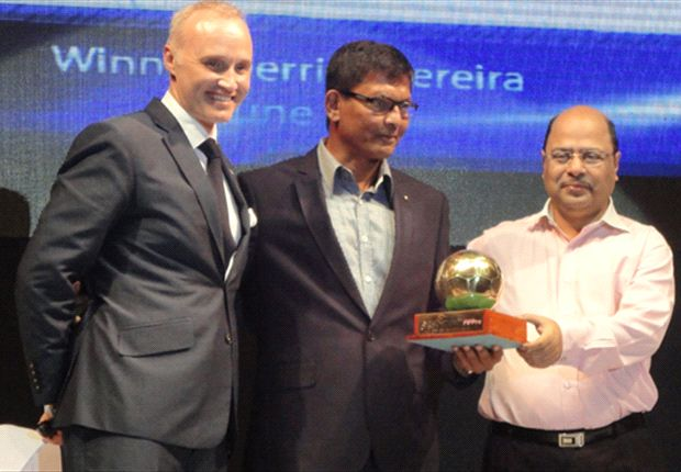 Derrick Pereira winning the FPAI Coach of the Year award