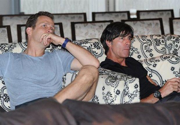 Suchen nach einer geeigneten Unterkunft für die WM - Oliver Bierhoff und Joachim Löw