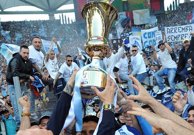 La Lazio in trionfo dopo la conquista dell'ultima Coppa Italia