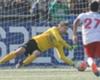 Van der Sar volvió al fútbol y atajó un penal