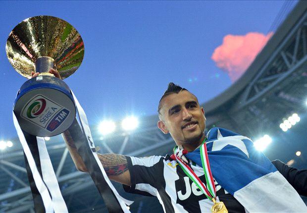 Vidal celebra uno de sus títulos con la Juventus