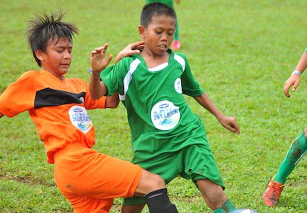 Wakil wilayah DKI Jakarta saat berhadapan dengan Sumatera Utara di Grup C Aqua Danone Nations Cup 2013.