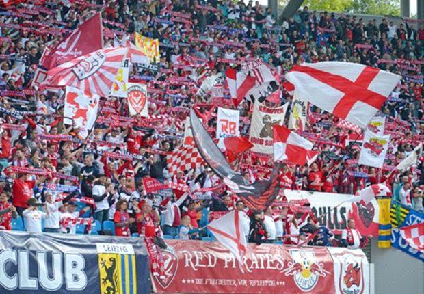 Fans von RB Leipzig in der Red Bull Arena im Relegationshinspiel gegen Sportfreunde Lotte