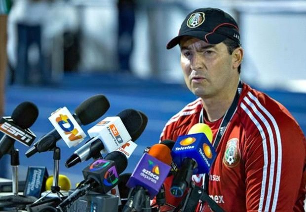 Liga MX players, coaches rally around Chepo