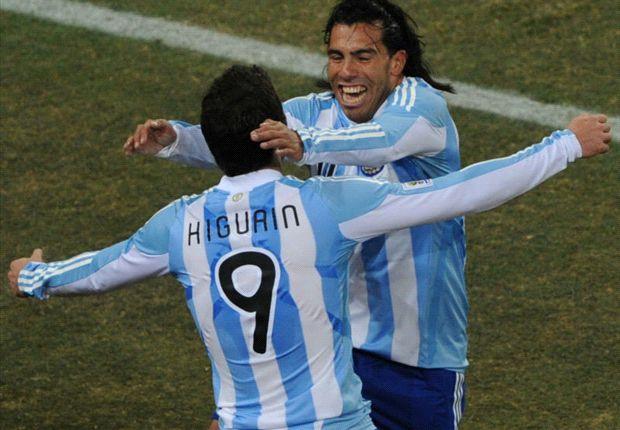 Gonzalo Higuaín y Carlos Tevez, en Sudáfrica.