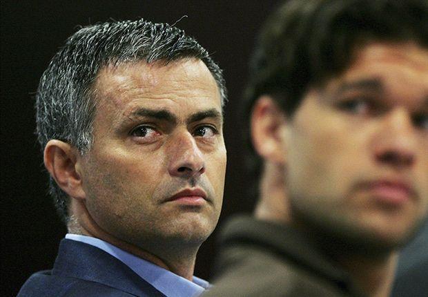 Michael Ballack junto a José Mourinho en una rueda de prensa del Chelsea