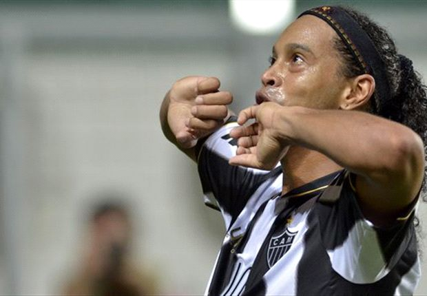 Besiktas make Ronaldinho move