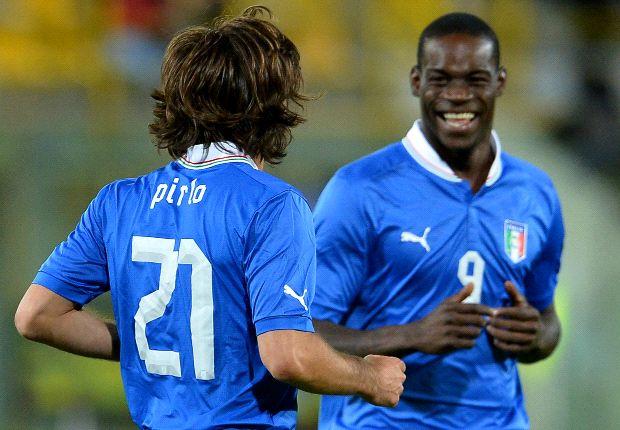 Balotelli dio la nota y se fue expulsado con Italia