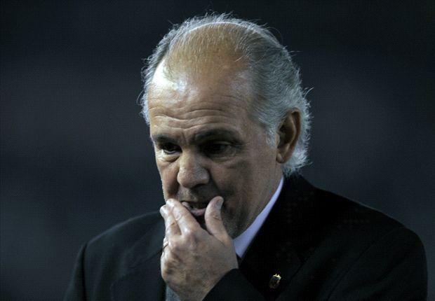 Sabella tiene que mejorar la defensa y rezar por Gago y Messi.