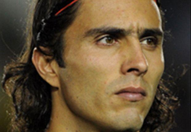 Aldo de Nigris solicita permiso a Ramón Morales para portar el '11'