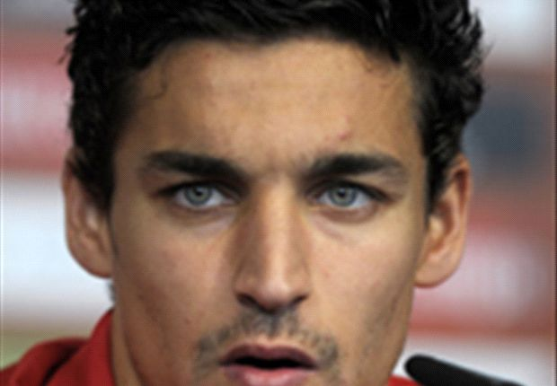 Jesus Navas completes Manchester City move