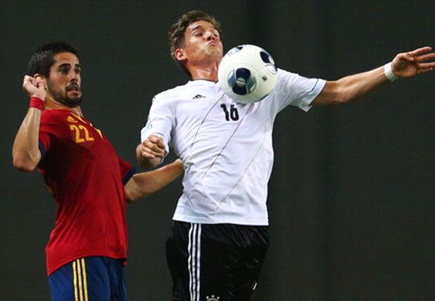 Deutschlands Oliver Sorg behauptet den Ball