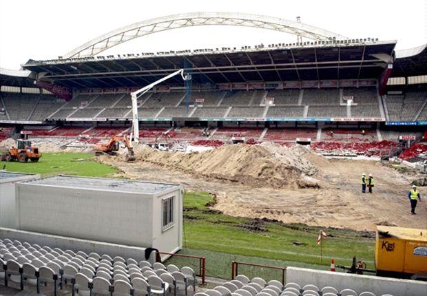 El estadio de San Mames durante su derribo
