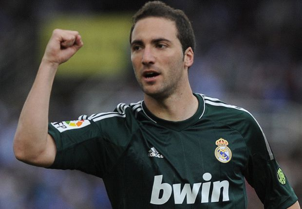 Higuain close to completing Arsenal move, admits agent