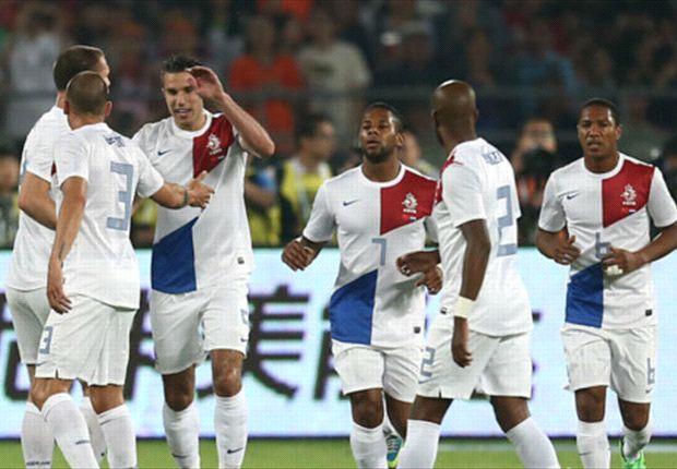 Robin van Persie mit seinem 35. Tor für die Niederlande