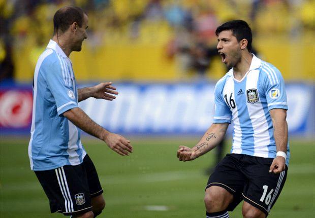 Palacio y el Kun fueron titulares ante Ecuador