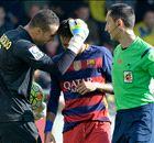 Zwalkende arbiter bij Villarreal - Barcelona