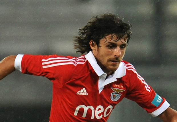 Aimar became a free agent after leaving Benfica.