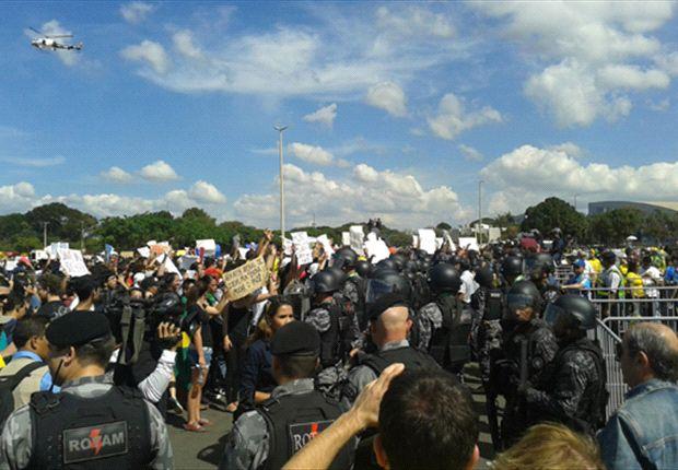La gente marchó en diferentes ciudades de Brasil