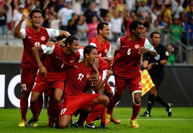 Die Spieler von Tahiti bejubeln ihr einziges Turniertor gegen Nigeria