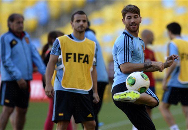 Semua anggota tim Spanyol bersatu.