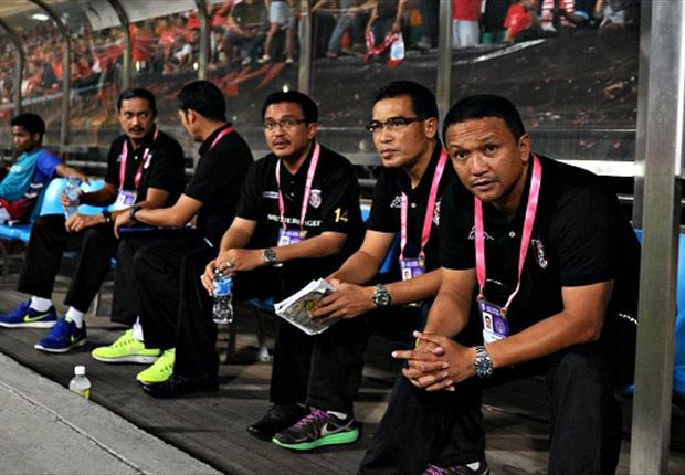 Johor Darul Takzim coach Fandi Ahmad (far right) with assistant Ismail on his left (Photo: FAS)