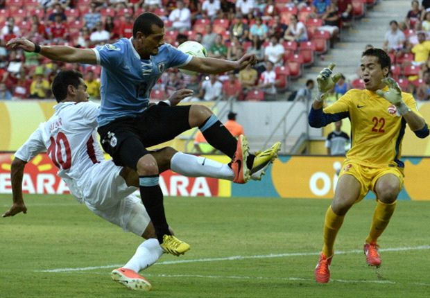 Uruguay 8-0 Tahiti: Hernandez hits four as South Americans reach semi-finals