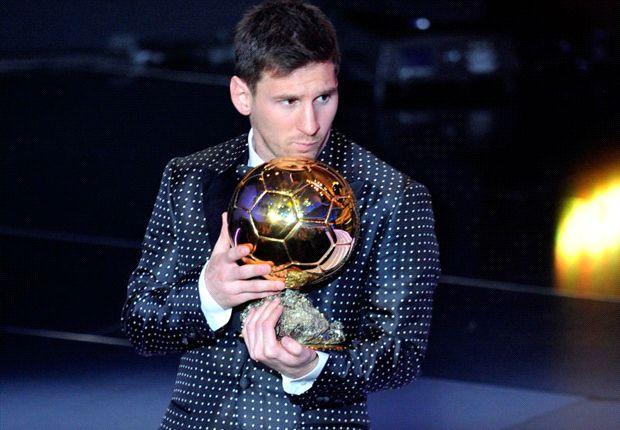 Messi posa con el Balón de Oro