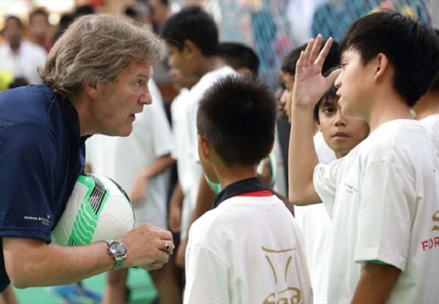 Ex-England international Glenn Hoddle dishs out advice on heading techniques in Singapore