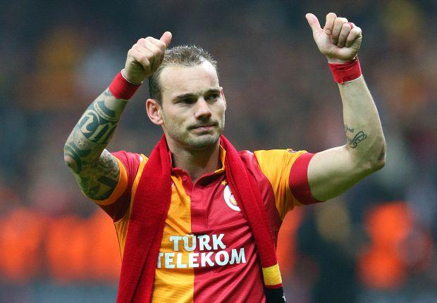 Wesley Sneijder coba bujuk Prince Boateng.