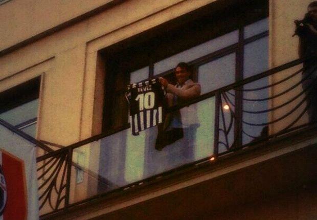 Carlos Tevez, penerus nomor punggung Alessandro Del Piero