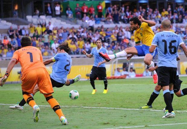 Fred segna il goal dell'1-0 brasiliano