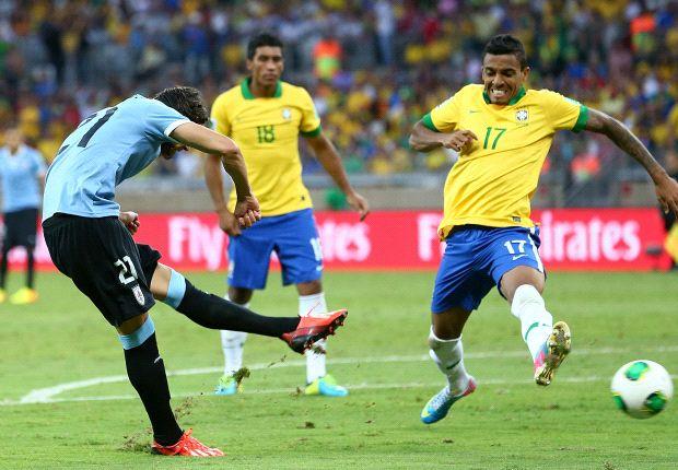 Cavani quiere seguir anotando con Uruguay