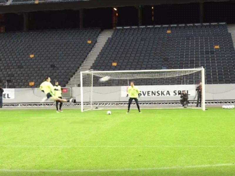 Ibrahimovic shows everyone up in Sweden training