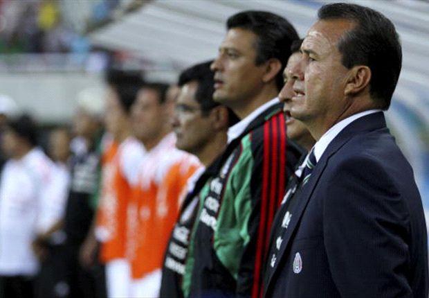 Efraín Flores debutó y salvó del retiro a Héctor Herrera