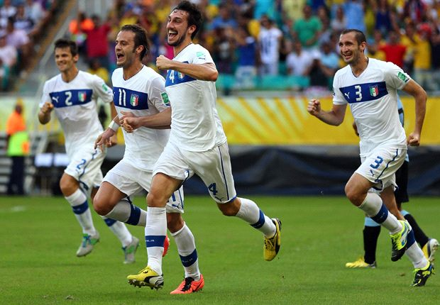 Italia menundukkan Uruguay 5-4 melalui adu penalti.