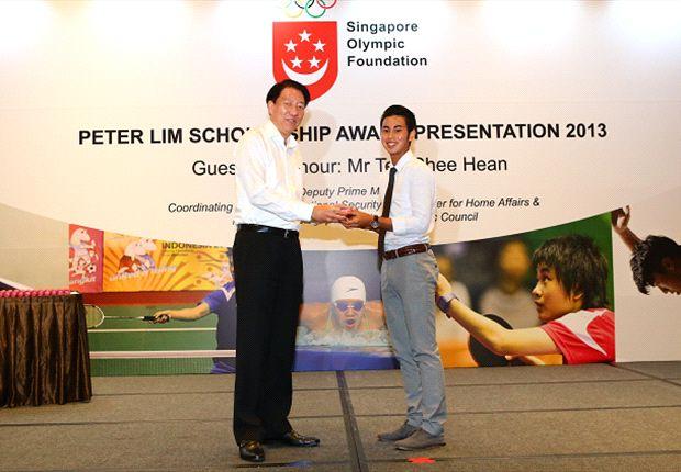 DPM Teo Chee Hean presents Adam Swandi with his High Performance Scholarship award