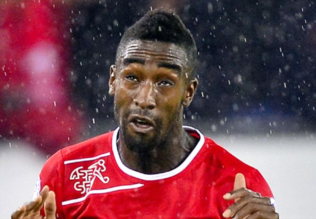 Hamburg sign Djourou on loan from Arsenal