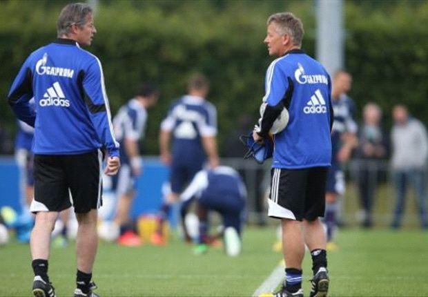 Trainer Jens Keller und Co-Trainer Peter Hermann beim Training