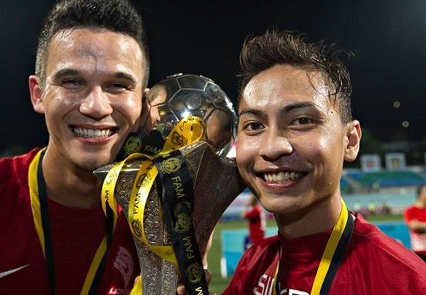 Baihakki (L) will have a four-year stint with Johor FA.