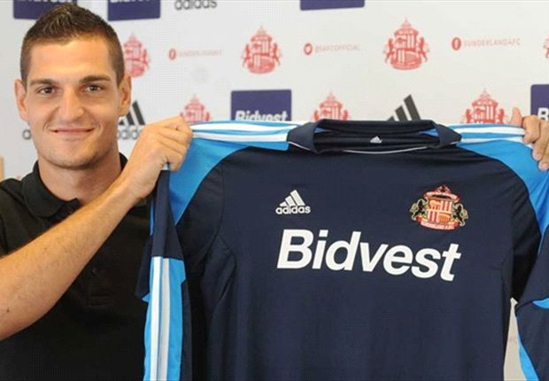 Mannone excited by Sunderland challenge