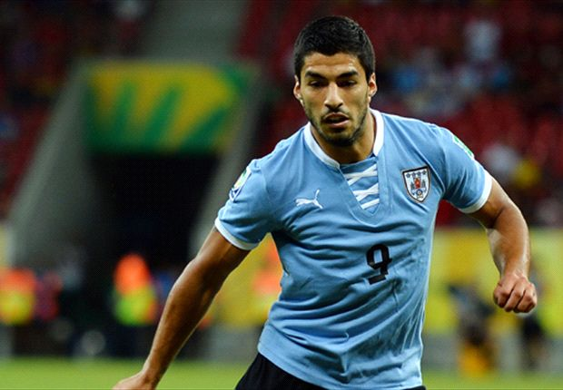 Suarez flattered by Arsenal interest