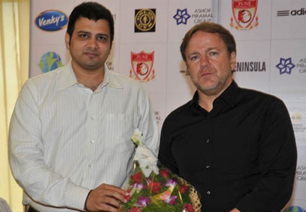 Mike Snoei unveiled as Pune FC's coach