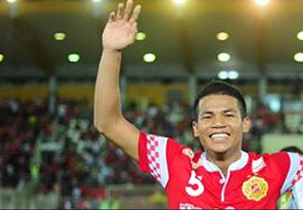 Apek and Nik Shahrul sign new five-year deals with Kelantan