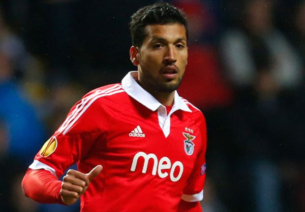 Why Ezequiel Garay could be the right centre-back for Manchester United