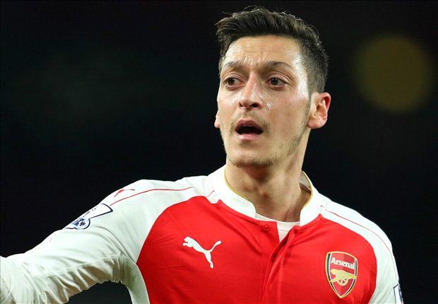 Ozil khẳng định chưa muốn gia hạn HĐ với Arsenal ngay lập tức