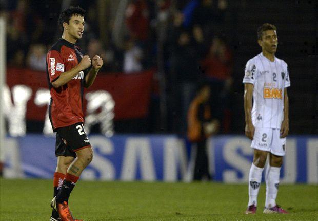 Scocco festeja su gol. Sabe que están cerca de la final, pero no se confía.