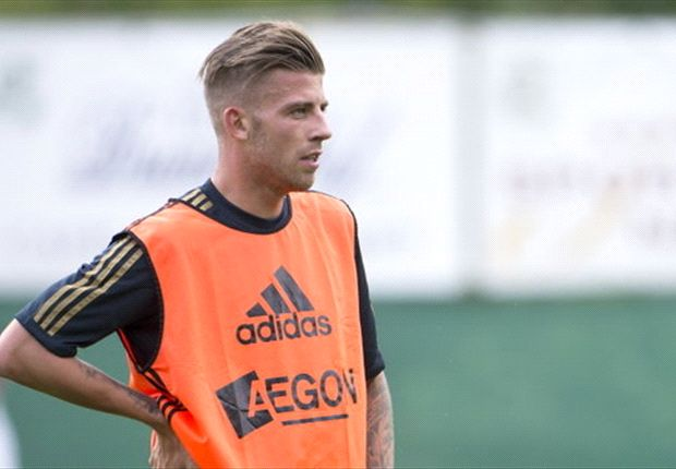 Norwich City target Alderweireld content with Ajax stay